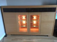 Storage unit with lighting