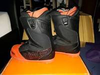 Mens thirtytwo black and orange Size 9 snowboard boots