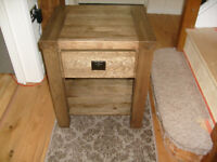 Solid oak very heavy bedside unit from well known oak company nice colour offers welcome