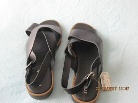 Womens Brand new Black Leather Sandals size 7 (41)