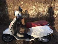 Piaggio Vespa Primavera - White Scooter