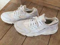 Fantastic Nike Huarache Triple White Mens Womens Trainers Size 7