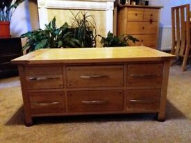 Beautiful solid oak coffee table with 6 drawers