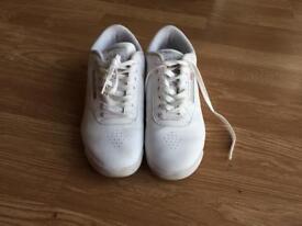 Womens Reebok shoe-size 6
