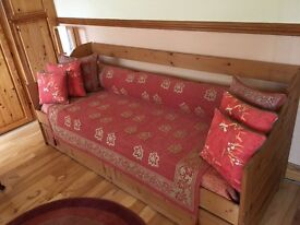 Pine Day Bed