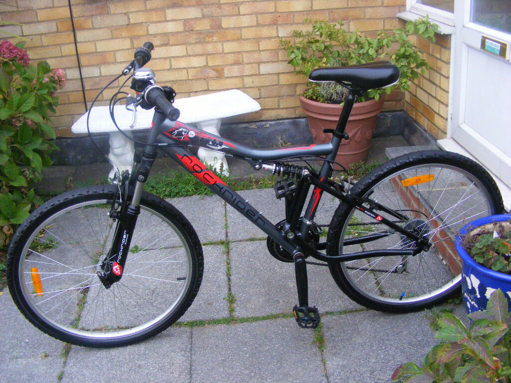 """26"""" WHEEL BIKE 17"""" FRAME HARDLY USED IN GREAT WORKING ORDER NO RUST"""