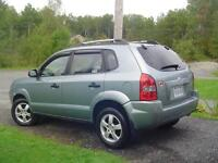 2005 Hyundai Tucson  5 sp 4 cylinder Low km's! No rust!