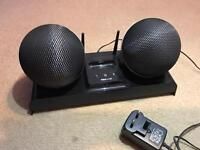 Iphone 4 speakers with Aux cord and radio. Docking station