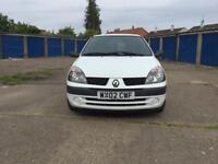 Clio van