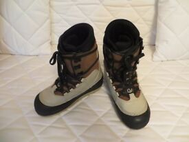 Mens Dee Luxe ski/snowboards boots Size 10