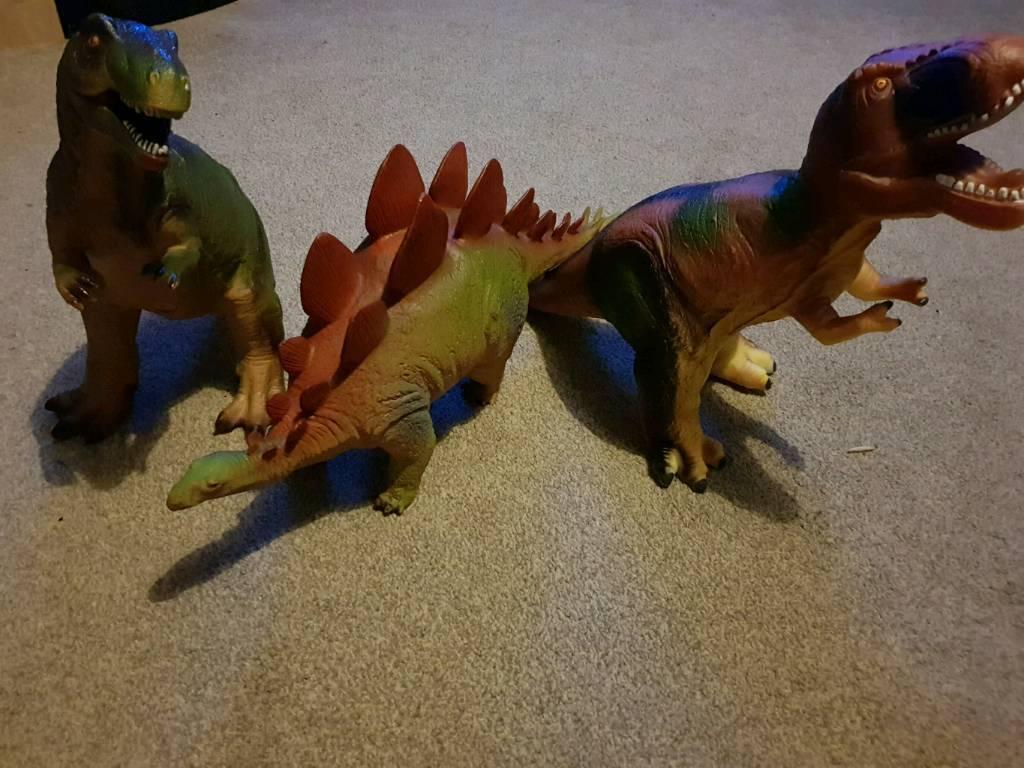 Set of large dinosaurs