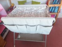 Baby foldable changing table