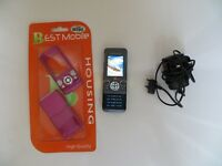 A NICE CLASSIC A NICE RARE SONY ERICSSON W 580I MOBILE PHONE WITH CHARGER , MINT