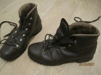 BROWN LEATHER WALKING/HIKING BOOTS large ladies/small men's size