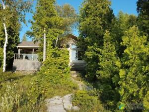 $549,900 - Cottage for sale in Lion's Head