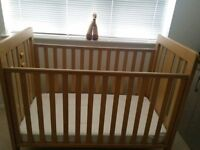 MAMAS AND PAPAS COT *EXCELLENT CONDITION*