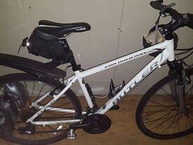 Claud Butler Explorer 200 like new Hybrid bike size Medium Male