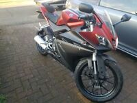 2014 yamah yzf r 125 red and black only done 2000 miles from new 1 owner