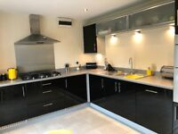 Contemporary gloss kitchen + appliances!