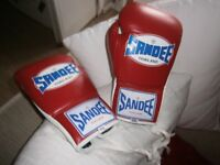 NEW SANDEE THAILAND 8OZ REAL LEATHER GLOVES (LACING TYPE) RED/WHITE WITH BLUE