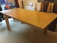 Oak extendable dining table in good condition
