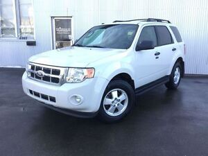 2012 Ford Escape 4X4,LEATHER & HEATED SEATS, BLUETOOTH.