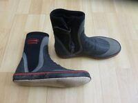 Boots neoprene size 7
