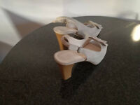GRAY WOMEN'S SHOES, USED **VERY GOOD CONDITION**