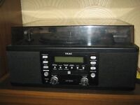TEAC LP-R400 Turn table with cd burner and radio