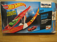 Hot Wheels Danger Bridge