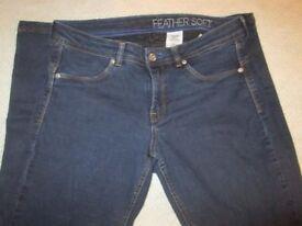 HM jeans size 28