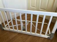 Babydan wooden bed guard. White.