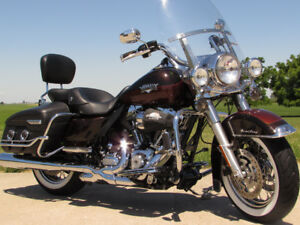 2011 Harley-Davidson FLHRC Road King Classic   2tone Rootbeer  $
