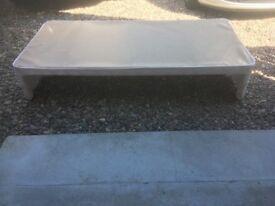 Single bed base on wheels