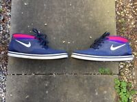 NIKE TRAINERS SHOES SIZE 10.5 EXCELLENT CONDITION