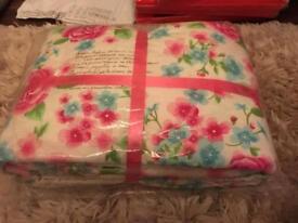 Pretty floral bedspread
