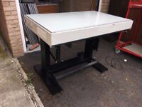 ILLUMINATED OFFICE INSPECTION / DRAWING TABLE