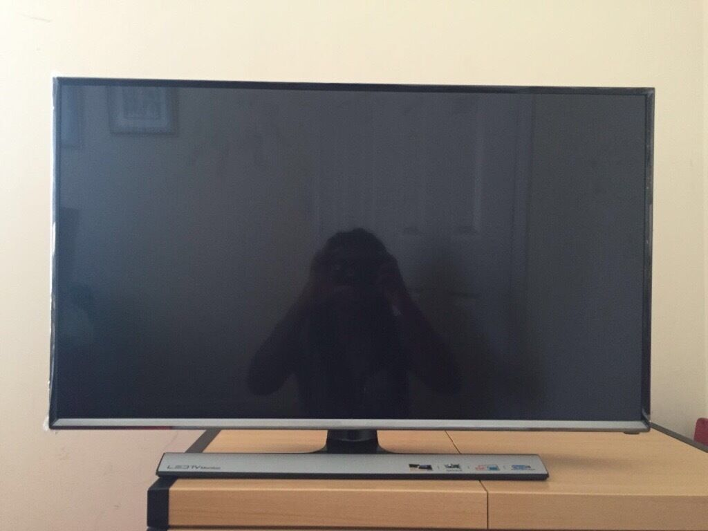 samsung te310 32 full hd led tv in bedford bedfordshire gumtree. Black Bedroom Furniture Sets. Home Design Ideas