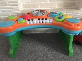 Kids toy piano lots of different noises and sounds good condition