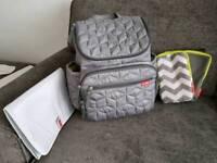 skip hop changing backpack