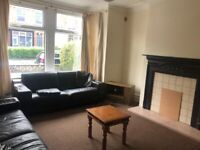 2 student rooms available £85pppw at 4 bed house in Headingley Avenue