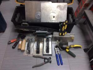 Ensemble de truelles et outils de plâtrier + gros coffre DEWALT  #p021953