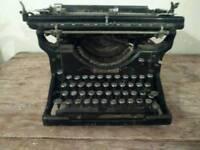 UNDERWOOD typewriter made in the USA