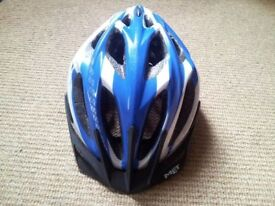 MET adjustable cycle helmet (Unisize 54-61 cm) - Great condition - Very light - only 260g