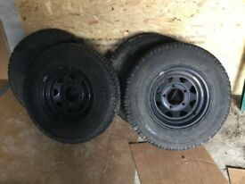 5no. Landrover Defender wheels and Tyres R16