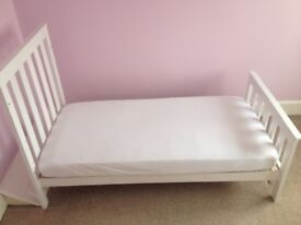 Mothercare Jamestown CotBed, Whittiie with Mattress