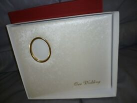 beautiful quality , brand new boxed satin white lovely wedding photo album,fits over 200 photos,