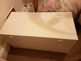 Large blanket box