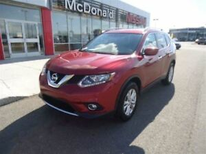 2016 Nissan Rogue SV Back-Up Cam and Panoramic Moonroof