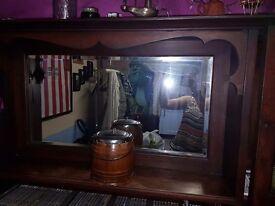Oak dresser . Good conditions . Lovely piece of furniture. Lockerable cupboard.